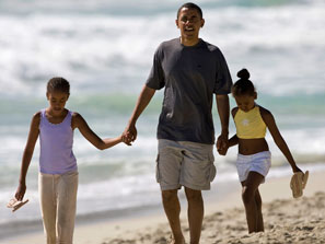 090702_obama_beach_ap_223